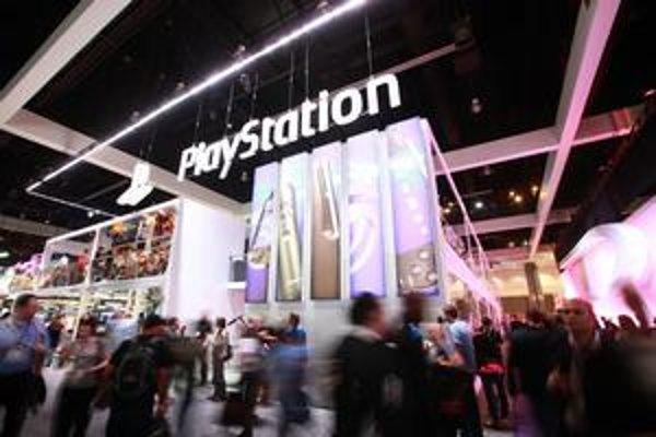 Rozsiahlemu útoku na svoje služby čelí už viac ako mesiac Sony.