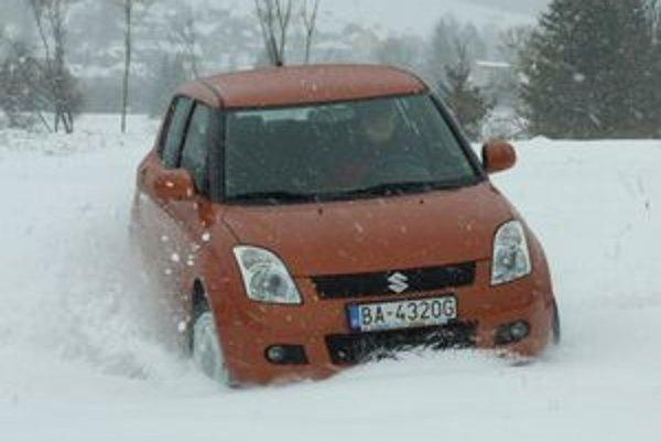 Najprístupnejším  automobilom s pohonom všetkých kolies na Slovensku je Suzuki Swift 4x4. Lacnejší je iba starší model Ignis.