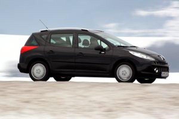 Peugeot 207 SW má svojský dizajn a veľmi dobrý podvozok. Motoru chýba šesťstupňová prevodovka.