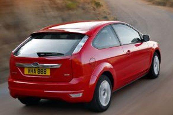 Ford Focus má najlepší podvozok vo svojej triede, ale aj napriek tomu sa v okolitých krajinách predáva s ESP štandardne, čím sa výrazne odlišuje od konkurencie. Na Slovensku nie.