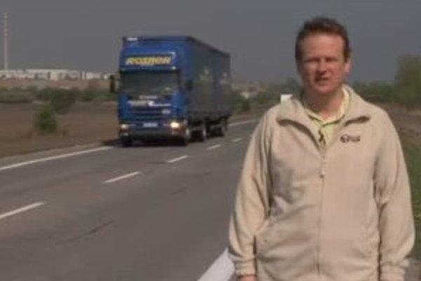 Podľa dopravného experta Jozefa Drahovského totiž nie všade, kde je povolená maximálna rýchlosť 60 km/h, je rozumné ísť touto rýchlosťou. Príklady takýchto miest a aj riešenie celého systému prezradí Jozef Drahovský vo videu.