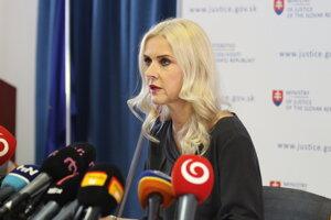 Štátna tajomníčka ministerstva spravodlivosti Monika Jankovská počas brífingu.