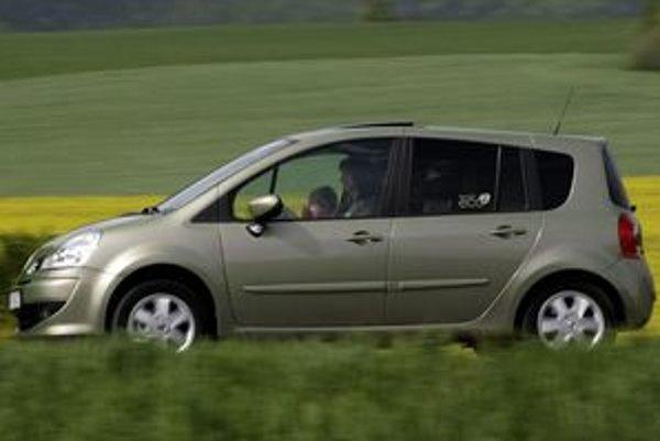Okrem protismerných autosedačiek pre malé bábätká, ktoré sa používajú vpredu iba pri vypnutom airbagu, možno pri plnom obsadení zadných sedadiel použiť aj autosedačku v smere jazdy.