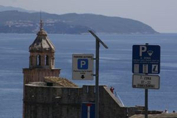 Parkovanie v Dubrovniku je obtiažne ale dobre zorganizované. Platiť možno viacerými spôsobmi.