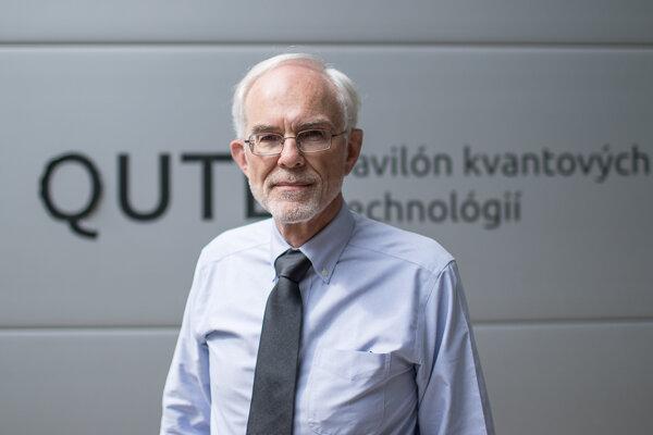 Profesor Mark Hillery si prišiel do Bratislavy prevziať Medzinárodnú cenu SAV. Udeľujú ju ako prejav uznania za vynikajúce dielo, ktoré má vzťah k Slovensku.