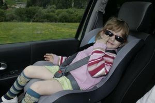 Čoraz viac rodičov používa autosedačky, ale nie všetci v nich pripútajú dieťa alebo dôsledne vypnú airbag na prednom sedadle. Foto - autor