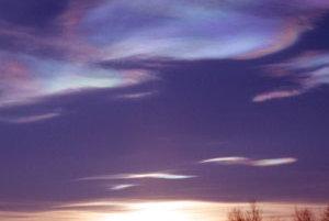 Ozónová diera sa vyskytuje nad Antarktídou. Radikálny pokles ozónu však zaznamenali aj na severe.