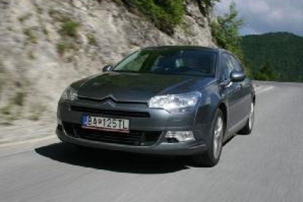Pruženie Hydroactive III udržiava rovnakú svetlú výšku auta bez ohľadu na zaťaženie. Na výber je aj podvozok s klasickými pružinami.