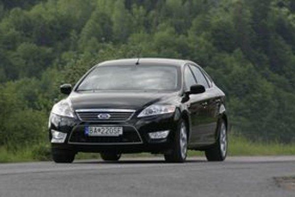 Mondeo výborne vyzerá a ešte lepšie jazdí. Benzínový turbomotor je extra trieda.