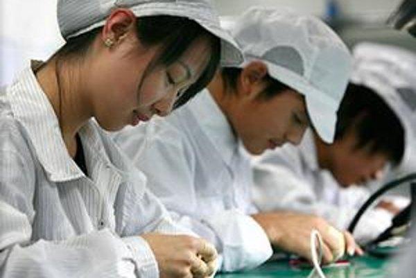 iPhony v Číne často skladajú aj deti.