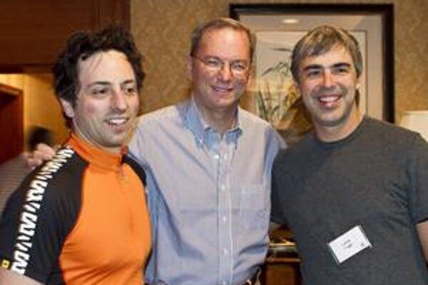 Brin (vľavo) a Page (vpravo) potrebovali na začiatku pomoc skúseného Schmidta (v strede).