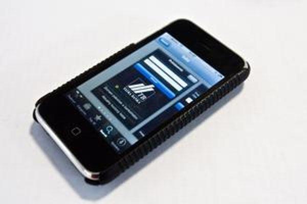 Cez iPhone aplikáciu Tatra banky unikali údaje klientov.