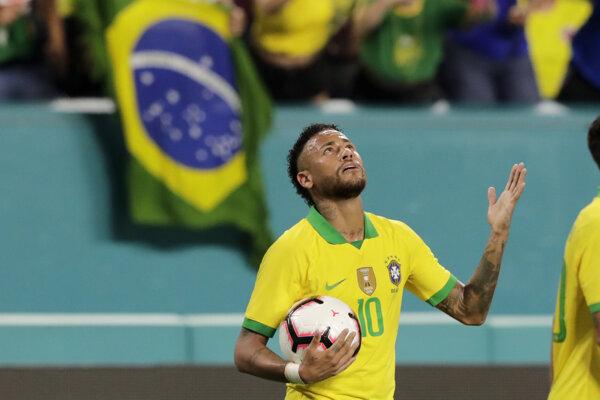 Neymar po strelenom góle v prípravnom medzištátnom zápase Brazília - Kolumbia v Miami.