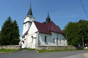 Na snímke je jedna z historických dominánt obce Plaveč, rímskokatolícky kostol sv. Margity. Pôvodne bol gotický, postavený ešte v 13. storočí. Neskôr ho v roku 1730 po renovácii prestavali do barokového štýlu.