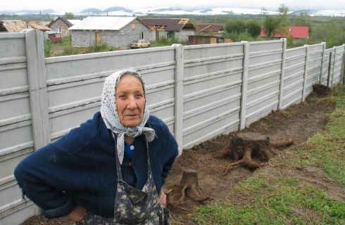 Babicka pred murom