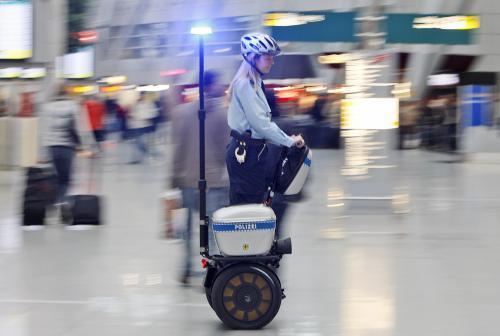 policajti-segway2_sitaap.jpg