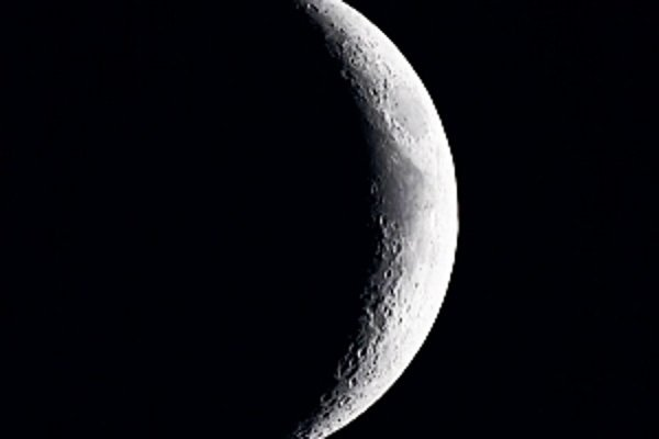 Na Mesiaci je stokrát viac vody, ako sme donedávna predpokladali.