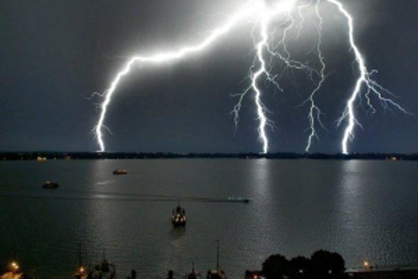 Búrky by nás už nemuseli nemilo prekvapovať. Vedci by chceli počasie ovládať.