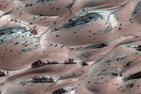 Snímky z Marsu dokážu verejnosť stále prekvapiť. Farby však slúžia na lepšiu ilustráciu dejov.