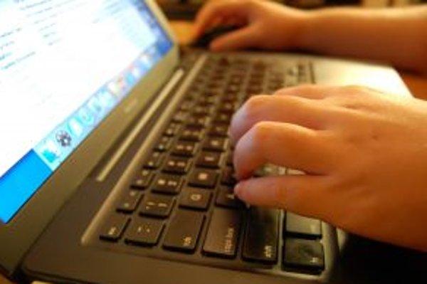 Polícia upozorňuje na zvýšený výskyt internetových podvodov, kedy zákazník najprv zaplatí, no tovar nedostane.