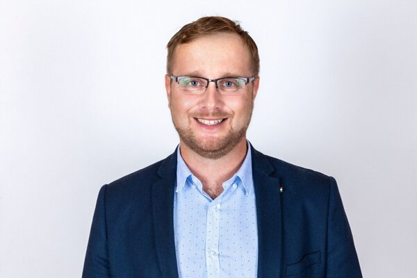 Peter Pallo (39), učiteľ prvého stupňa na Základnej škole s materskou školou Rudolfa Dilonga v Trstenej.
