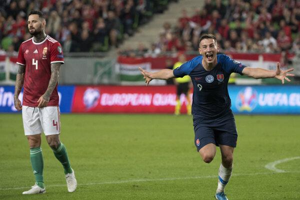 Róbert Boženík (vpravo) a jeho gólová radosť v zápase kvalifikácie EURO 2020 Maďarsko – Slovensko.