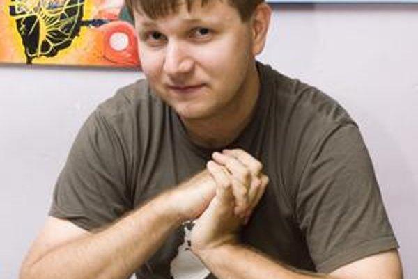 Pavol Lupták je majiteľom firmy zaoberajúcej sa penetračnými testami a bezpečnostnými auditmi. Je jedným z autorov prezentácie bezpečnostnej analýzy SMS lístkov. Tvrdí, že hakerov by dopravný podnik neodhalil. O možnostiach, ako je  tento systém zraniteľn