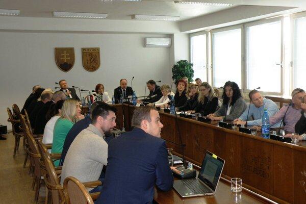 Rokovanie mestského zastupiteľstva v Prievidzi.