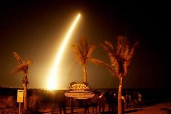 Štart družice ako ho videli na Kokosových ostrovoch.