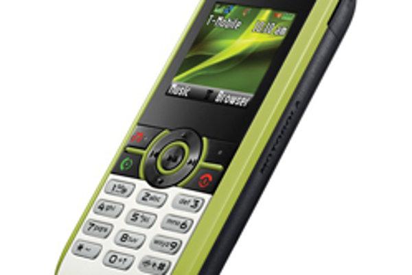 Motorola W233 vyrobená z plastových fliaš