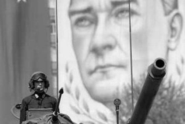 Kritika armády a Atatürka je stále tabu.
