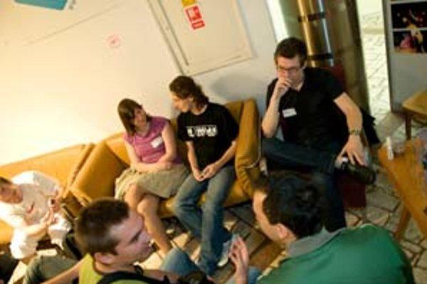 Hlavným cieľom BarCampu bolo diskutovať, nie počúvať prednášajúcich.