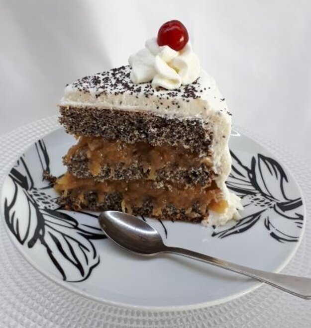 Maková torta s pohánkou a pudingom