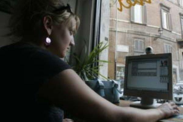 Klienti Slovenskej sporiteľne by si mali dať pozor na svoje e–maily. Podvodníci totiž od nich takouto formou mámia informácie o ich účtoch.
