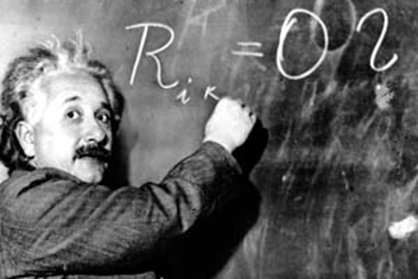 Albert Einstein prednáša 14. januára 1931 na Carnegieho inštitúte v kalifornskej Pasadene.
