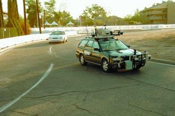 Autá, ktoré jazdia bez vodiča, zatiaľ ešte na prvý pohľad nevyzerajú súce na zaradenie do bežného predaja.