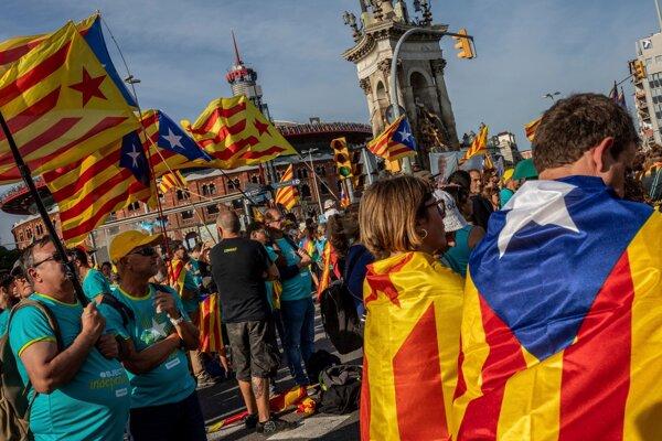 Katalánci v uliciach - ilustračná fotografia.