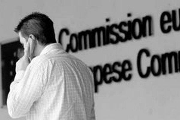 Ceny domácich telefonátov z mobilného telefónu by nemali vzrásť. Regulácia zo strany Európskej komisie však tlak na ich rast vytvorí.