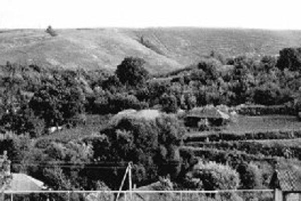 Archeologické nálezisko 14 pri ruskej dedine Kostenki na západnom brehu rieky Don. Na snímke vpravo výkopové práce na lokalite.