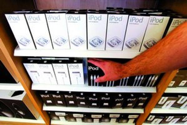 Ak siahnete po prehrávači iPod, hudbu musíte kupovať od rovnakej firmy.