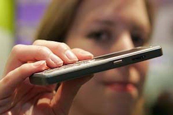Dvojročná záruka na mobily je málo, tvrdí nórsky súd.