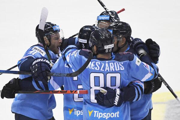 Radosť hráčov Slovana po góle v predohrávke 1. kola Tipsport ligy 2019/2020 HC Košice – HC Slovan Bratislava.