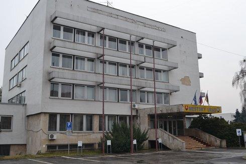 mestsky-urad-lucenec_r1335_res.jpg