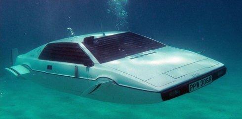 01_james-bonds-lotus-esprit-submarine-ca_r6695_res.jpg