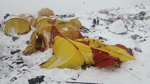 nepal_earthquake_avalanche-8f192df7641b4_r5689_res.jpeg