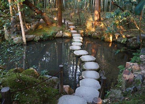 foto-6_tenjyujan-garden_stepping-stones__r5958_res.jpg