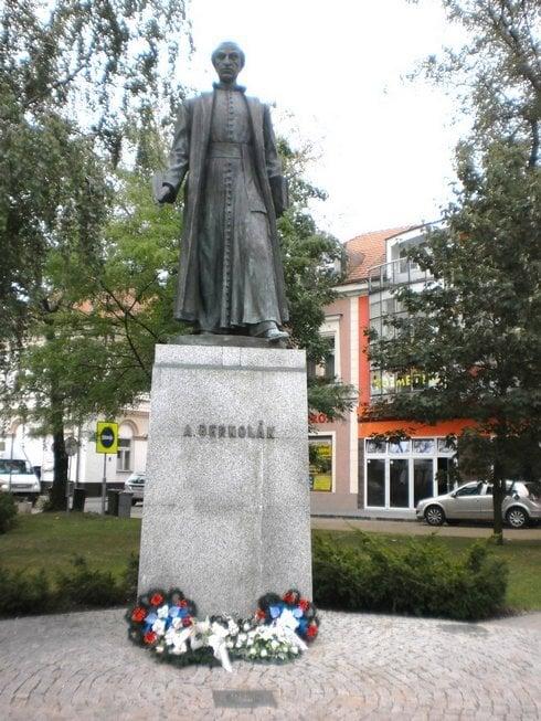 socha-a.bernolaka-na-hlavnom-namesti-v-n_r3573_res.jpg