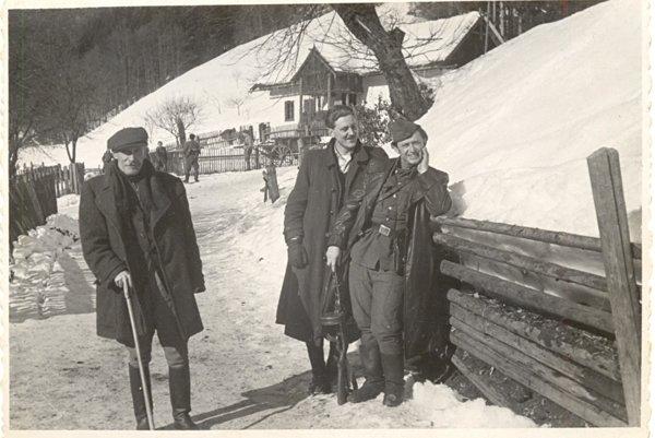 Povstalci na Balážoh, okres Banská Bystrica.
