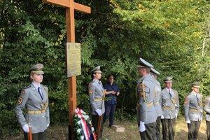 V obci Radatice posvätili kríž ako pamiatku leteckého nešťastia.