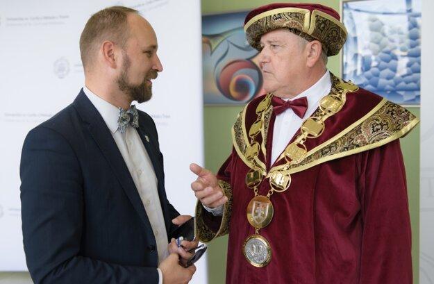 Rektor UCM Roman Boča v rozhovore so županom TTSK Jozefom Viskupičom.